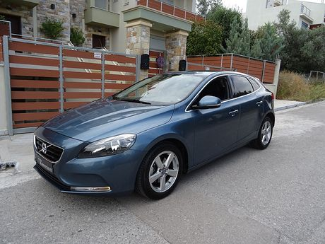 volvo v40 d2 1 6 diesel momentum 39 13 15 900 eur. Black Bedroom Furniture Sets. Home Design Ideas
