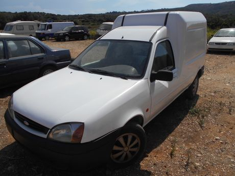 Ford Courier  '04 - 4.199 EUR