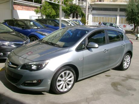 Opel Astra  '14 - 11.300 EUR